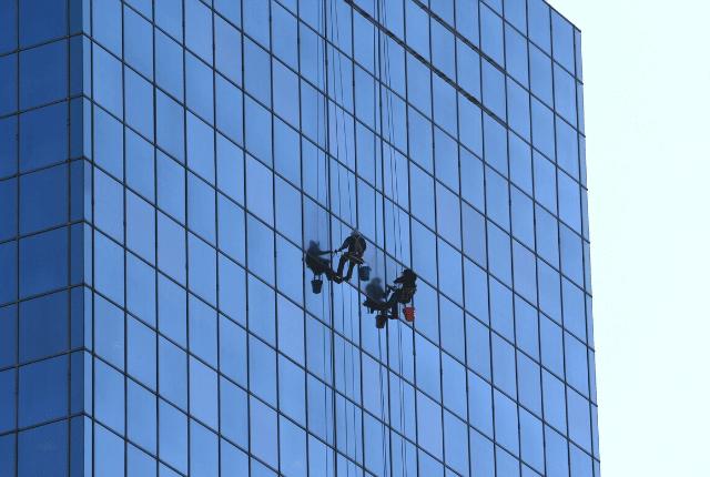 ניקוי חלונות גבוהים