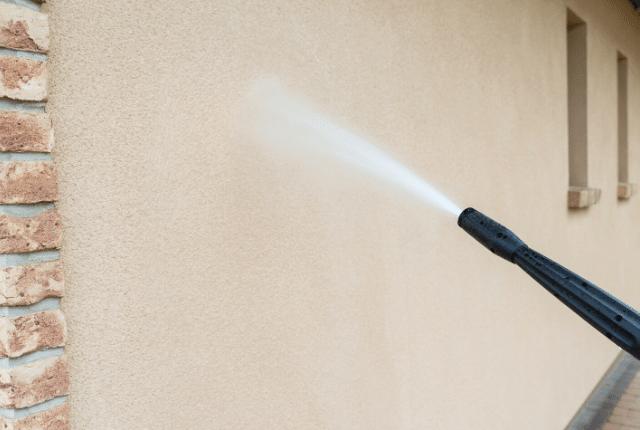 ניקוי חזיתות בלחץ מים