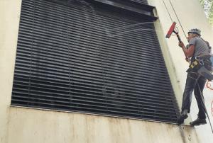 ניקוי חלונות גבוהים בסנפלינג - דוד קלין