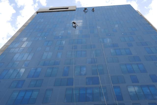 ניקוי חלונות מקצועי | דוד קלין